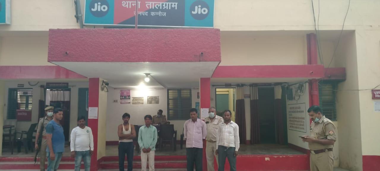 दरोगा स्वदेश कुमार की टीम ने मुखबिर की सूचना पर जुआरियों को गिरफ्तार किया