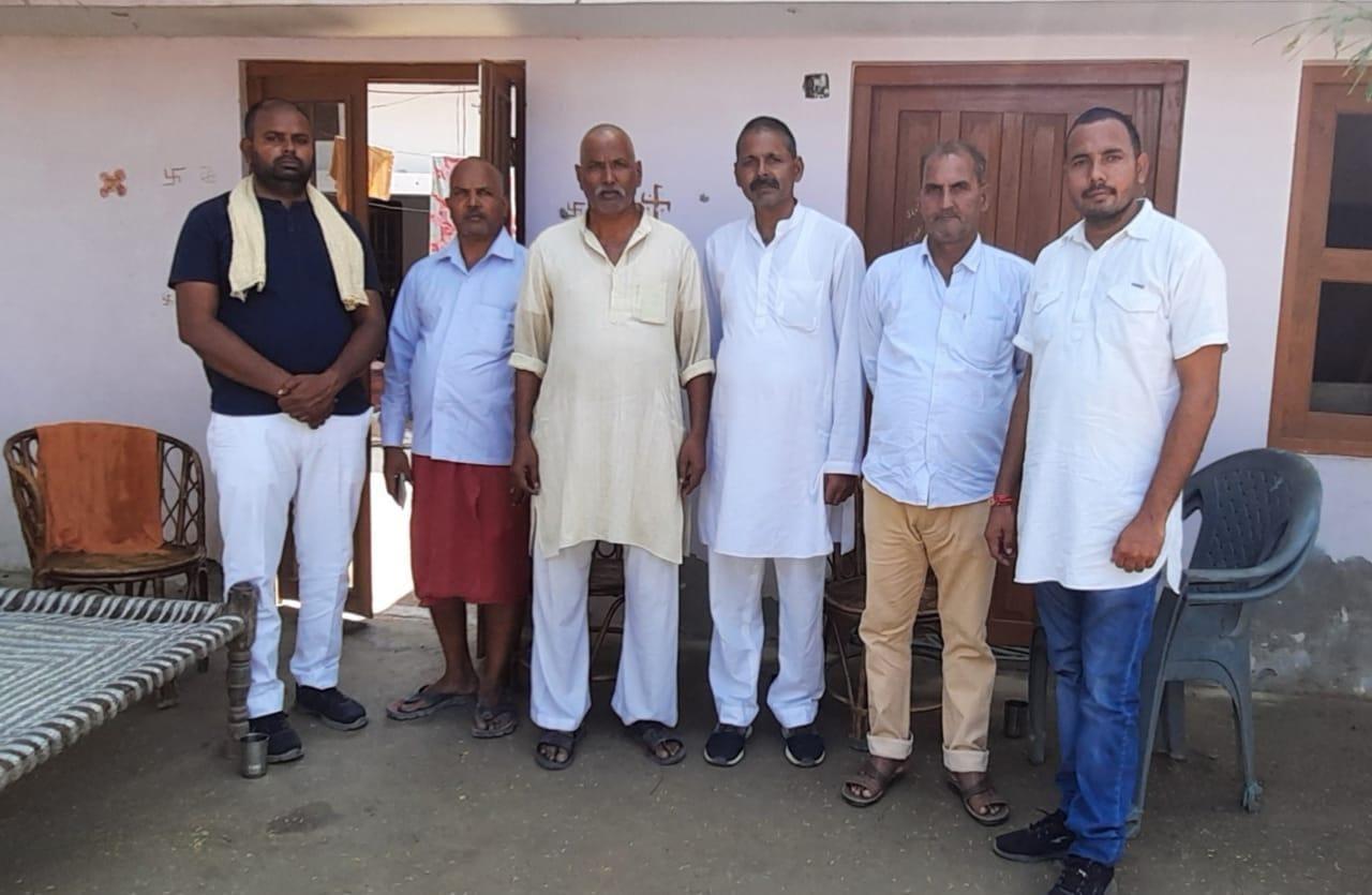 संजीव कुमार मिश्रा मुन्ना अपने तमाम साथियों के साथ पहुंचे गुलरा
