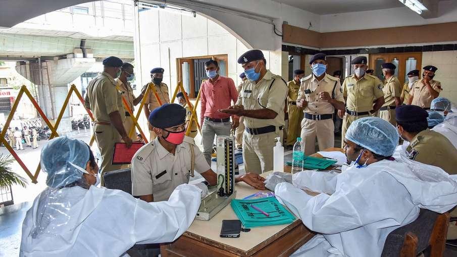 Covid-19 Update: मेरठ में 3 पुलिसकर्मी समेत 50 लोग कोरोना वायरस से संक्रमित, एक महिला की मौत